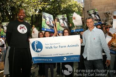 John Salley at NYC Walk_CREDIT Carl Santoro